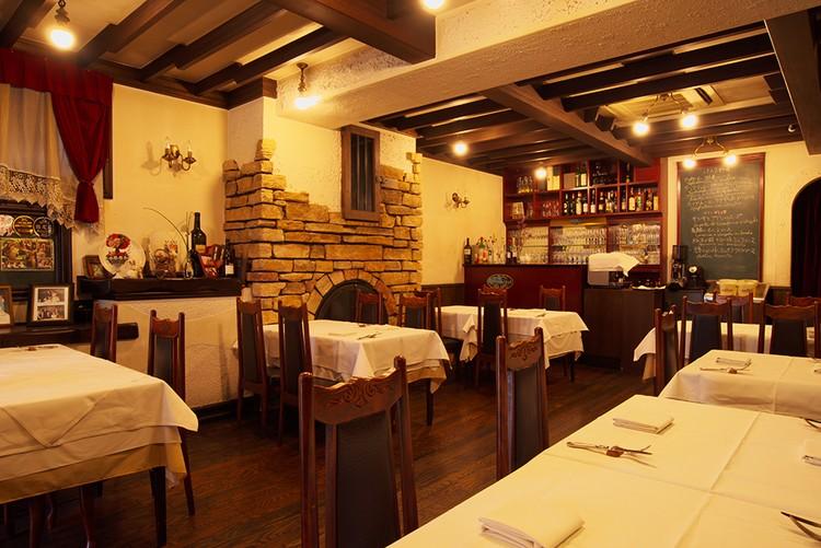 イタリアで最初に入ったミラノのレストランをイメージしたという店内