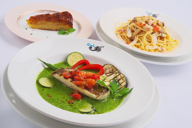 魚料理はホウボウ、パスタはイカと木の子、デザートはパイナップルタルト。