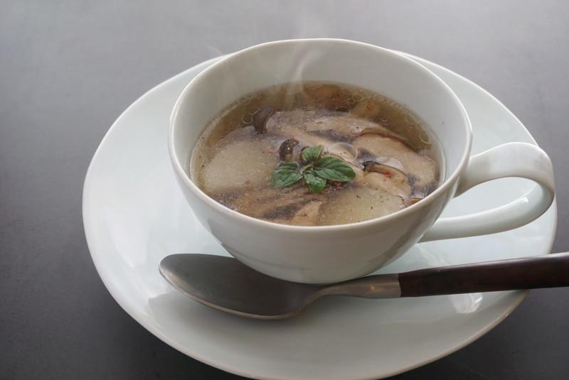 【料理名②】キノコと山芋の生姜スープ