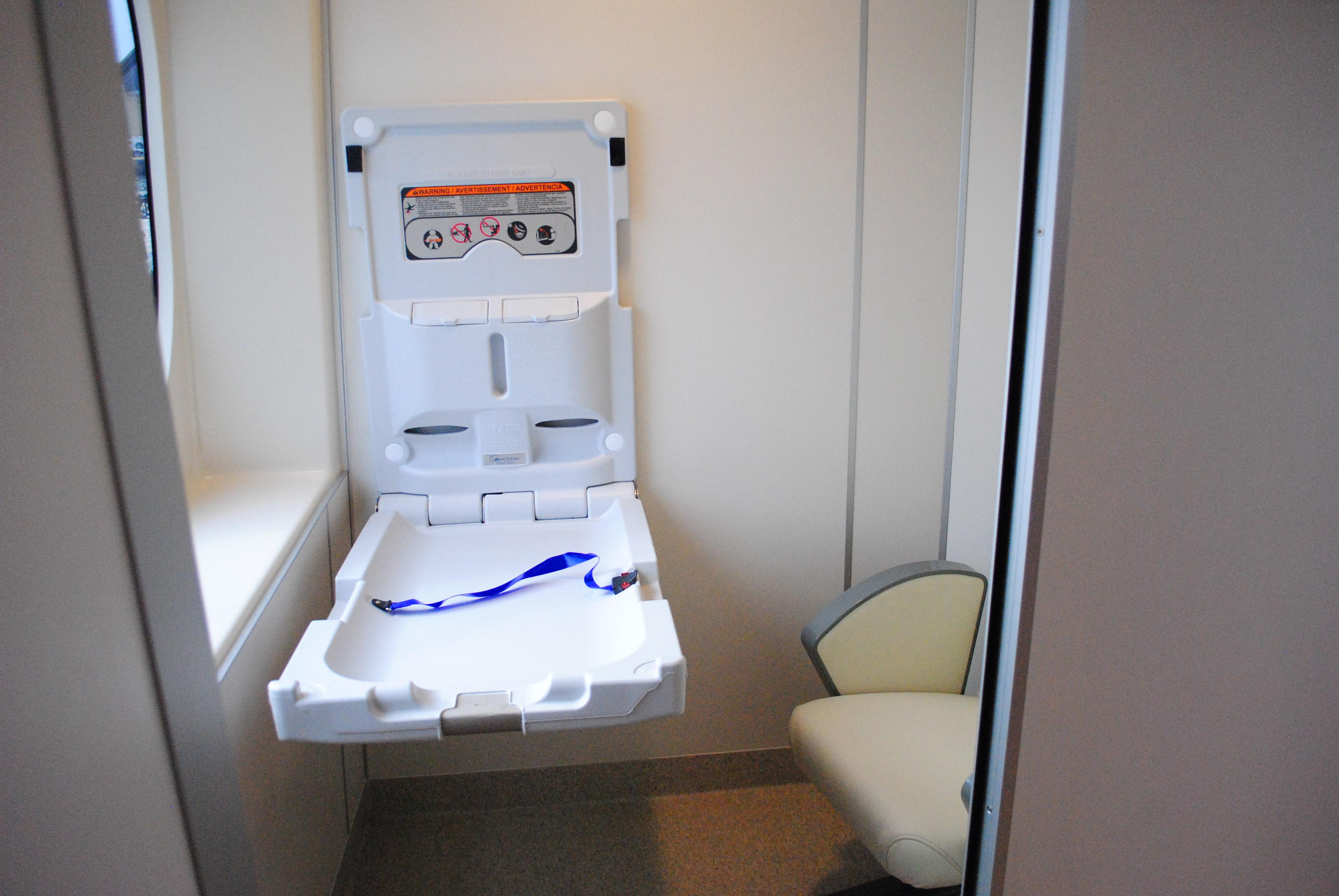 「QUEEN BEETLE(クイーンビートル)」の船内の授乳室