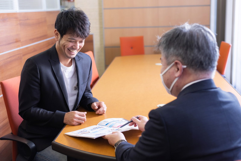 新垣さんには笑顔で受け答えしていただけました