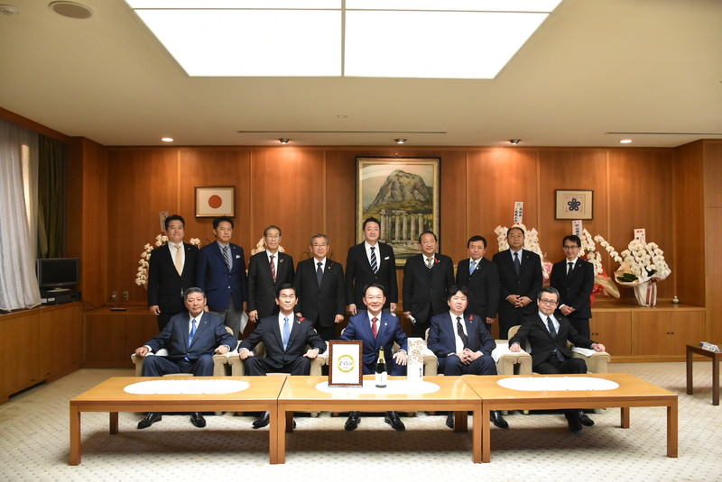 福岡県知事を表敬訪問