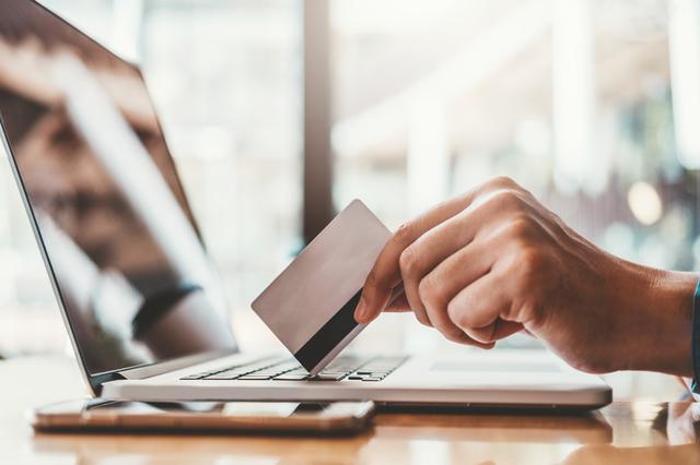 【法人カードの基礎知識】ビジネスカード・コーポレートカードの特徴&個人カードとの違いとは?