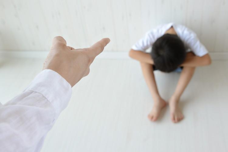 子どもに持続的に恐怖や不安を与え続ける大人のかかわりは、虐待につながります